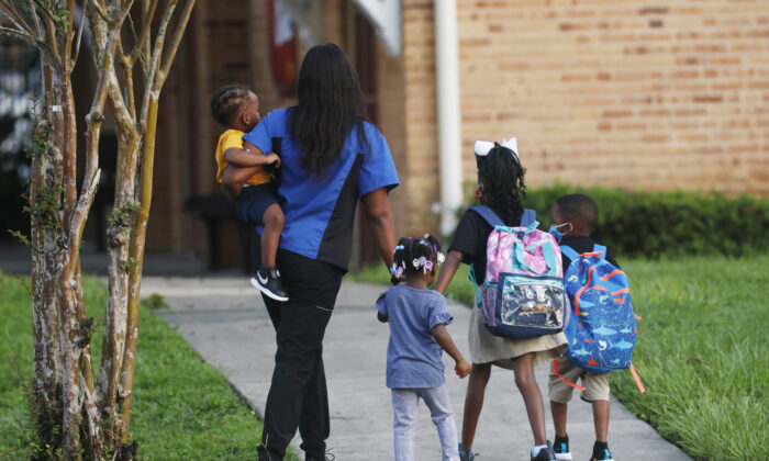 Students return to school at Seminole Heights Elementary School on August 31, 2020 in Tampa, Florida. (Octavio Jones/Getty Images)
