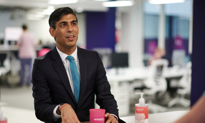 Britain's Chancellor of the Exchequer Rishi Sunak visits the headquarters of Octopus Energy, in London on Oct. 5, 2020. (Leon Neal/Pool via Reuters)