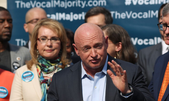 Former astronaut Mark Kelly speaks during a press conference in New York City with his wife, former Rep. Gabby Giffords (D-Ariz.), behind him, on Oct. 17, 2016. (Spencer Platt/Getty Images)