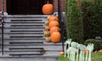Canadians Divided on Letting Pandemic Disrupt Halloween, Holidays: Poll