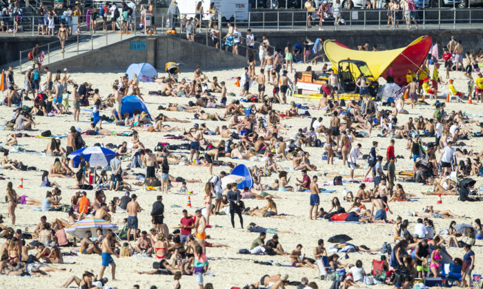 Bondi Beach looked like a scene out of Where's Wally as crowds flocked to the iconic waterfront on Oct. 5, 2020. (Jenny Evans/Getty Images)