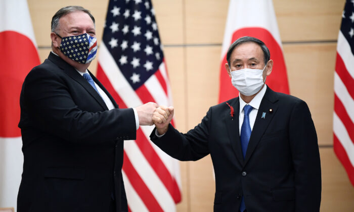 Japan's Prime Minister Yoshihide Suga (R) and Secretary of State Mike Pompeo pose prior to their meeting in Tokyo, Japan, on Oct. 6, 2020. (Charly Triballeau/Pool via REUTERS)