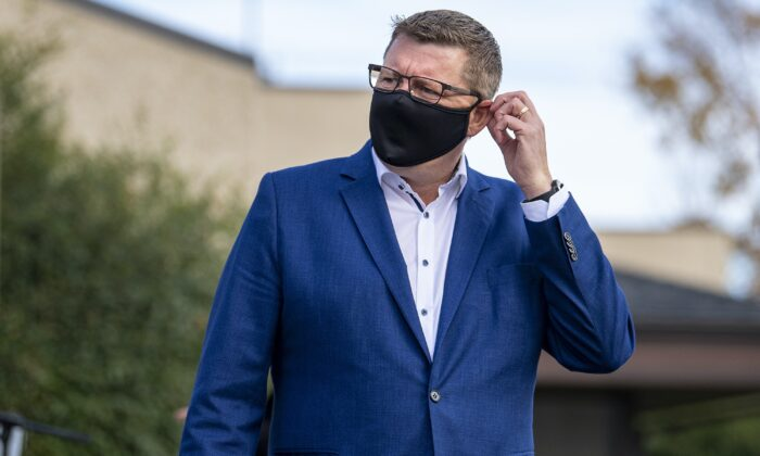 Saskatchewan Party Leader Scott Moe adjusts his face mask following a media event in Saskatoon on Oct. 6, 2020. (Liam Richards/The Canadian Press)