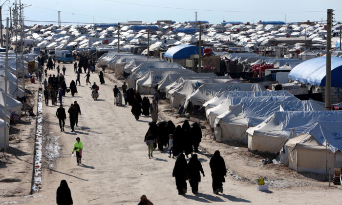 Women walk through al-Hol displacement camp in Hasaka governorate, Syria on April 1, 2019. (Ali Hashisho/Reuters)