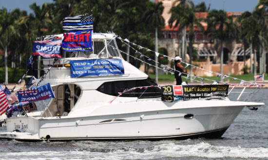 Trump Boaters Rally for Sick President