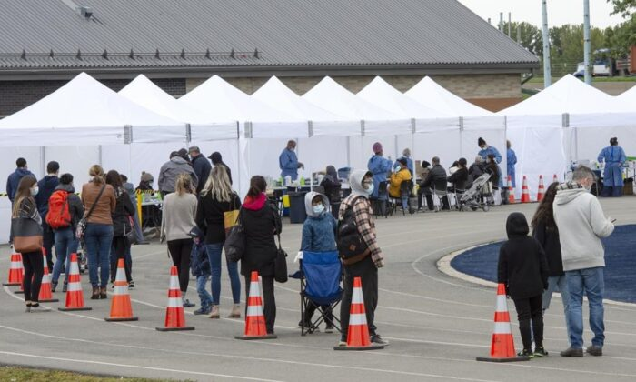 People lineup at a COVID-19 testing site Friday, September 25, 2020 in St. Lambert, Que. (Ryan Remiorz/The Canadian Press)