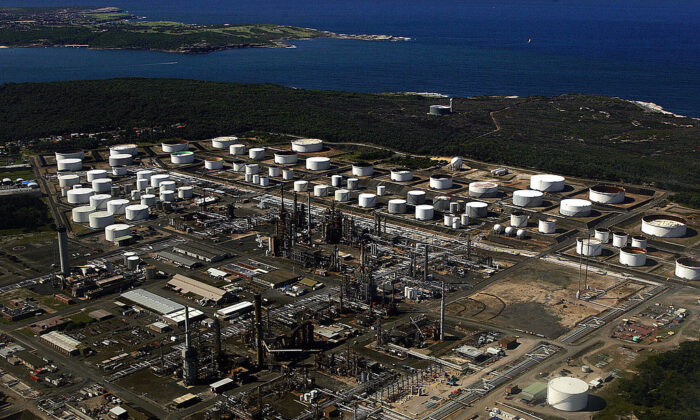An aerial view of the huge Caltex oil refinery on the Kurnell Peninsula near Sydney, 8 April, 2005 (Torsten Blackwood/Getty Images)