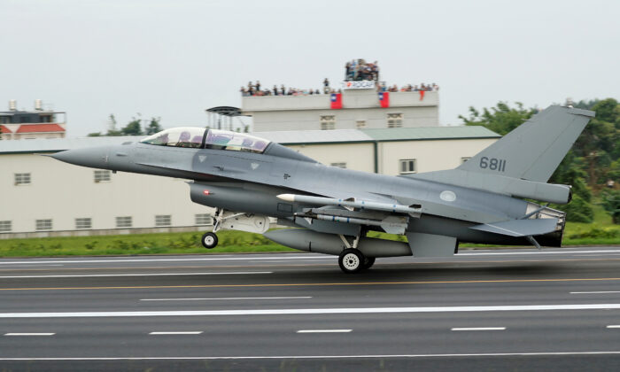 A Republic of China (Taiwan's official name) Air Force (ROCAF) F-16V fighter jet lands on a highway used as an emergency runway during the Han Kuang military exercise simulating the China's People's Liberation Army (PLA) invading the island, in Changhua, Taiwan, on May 28, 2019. (Tyrone Siu/Reuters)