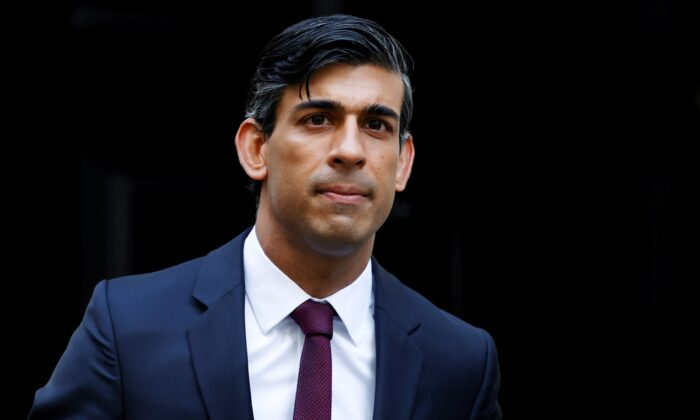 Britain's Chancellor of the Exchequer Rishi Sunak is seen at Downing Street amid the coronavirus disease (COVID-19) outbreak in London, Britain, on Sept. 24, 2020. (John Sibley/Reuters)