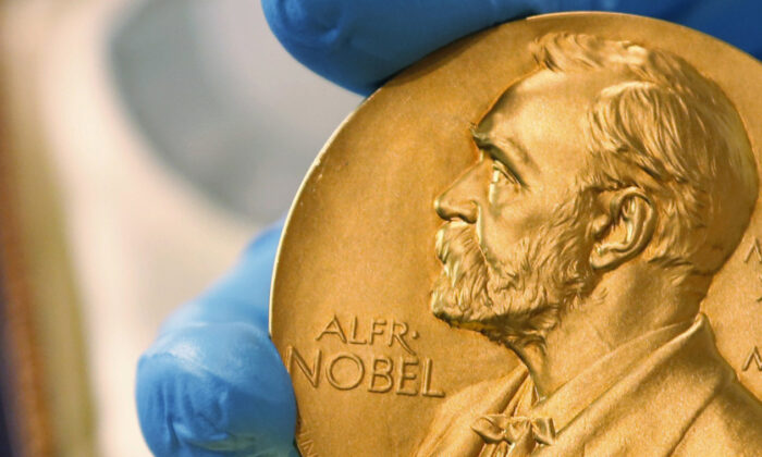 A national library employee shows a gold Nobel Prize medal on April 17, 2015. (Fernando Vergara/AP Photo)