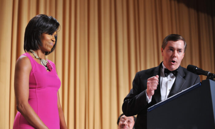Steve Scully of C-SPAN, right, speaks during the White House Correspondents Association dinner as then-First Lady Michelle Obama listens, at the Washington Hilton hotel in Washington on May 9, 2009. (Mandel Ngan/AFP via Getty Images)