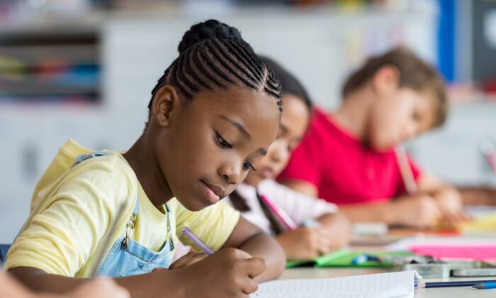 A new study shows that handwriting engages the brain in many more ways than typing on a keyboard. (Rido/Shutterstock)