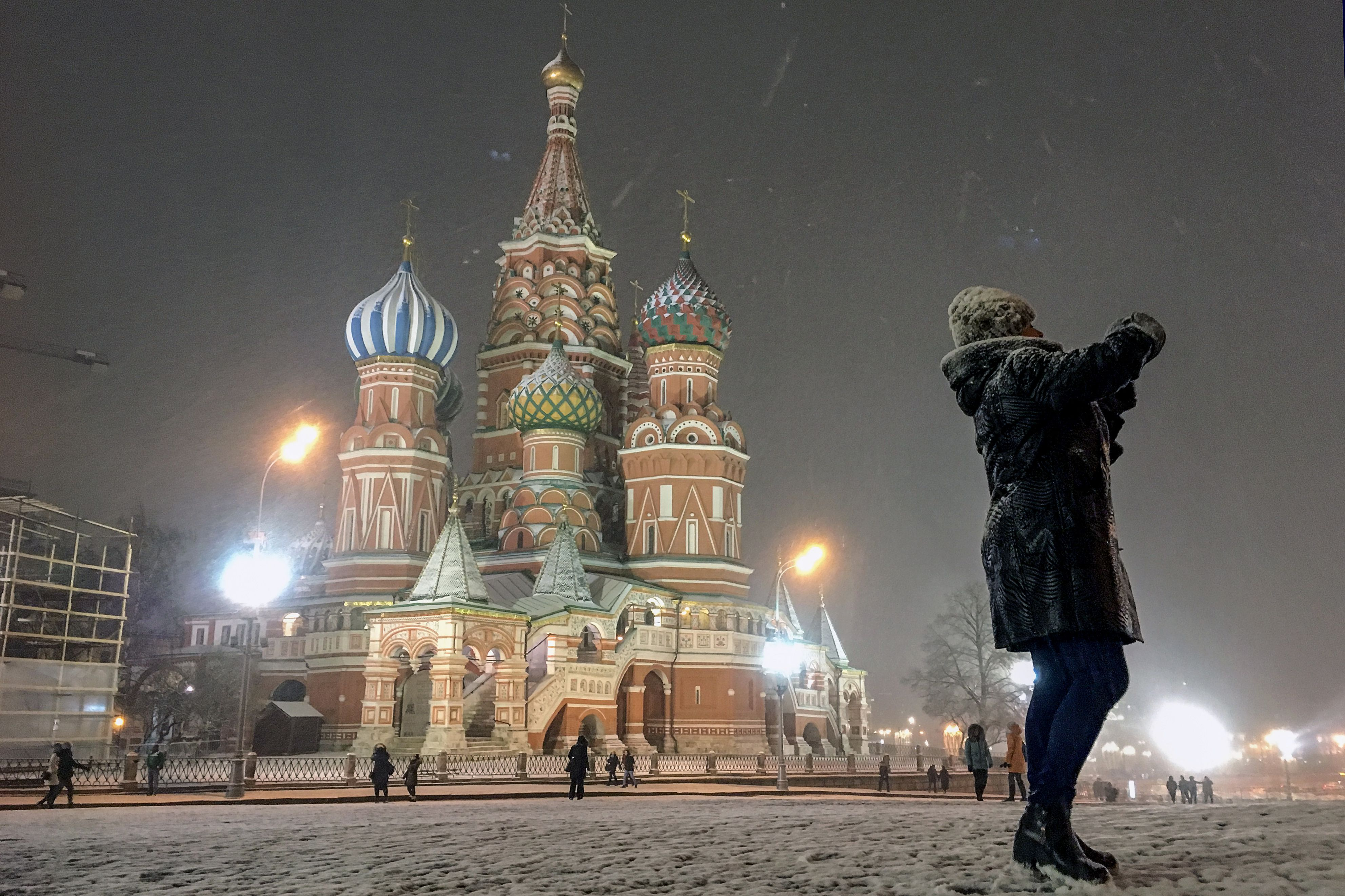 TOPSHOT-RUSSIA-TOURISM-WEATHER