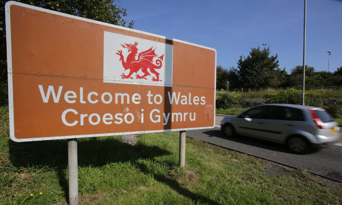 The welcome to Wales sign is seen on Sept. 8, 2014 in Chepstow, Wales.  (Matt Cardy/Getty Images)