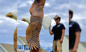 Chainsaw Sculptor Commissioned by White House to Create 9-Foot Bald Eagle for the President