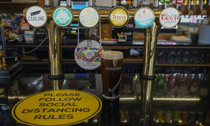 A pint of beer sits on the bar of a Liverpool city centre pub ahead of the lockdown closure of bars, gyms and clubs in Liverpool, England, on Oct. 13, 2020. (Christopher Furlong/Getty Images)