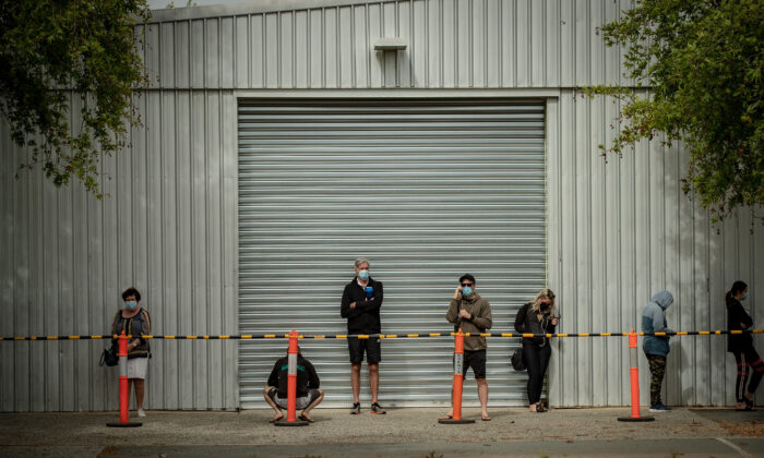 Long lines form outside a COVID-19 test site at Shepparton Showgrounds in Shepparton, Australia on Oct. 15, 2020. (Darrian Traynor/Getty Images)