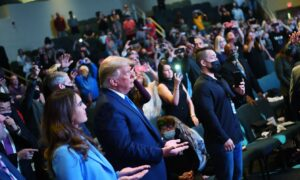 Trump Attends Church Service in Las Vegas, Places Cash in Donation Bucket