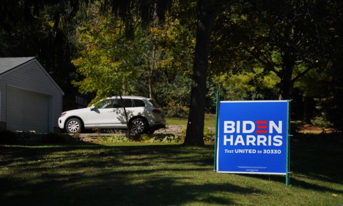 A Democratic nominee Joe Biden sign on a lawn in Muskego, Waukesha County, Wis., on Oct. 7, 2020. (Cara Ding/The Epoch Times)
