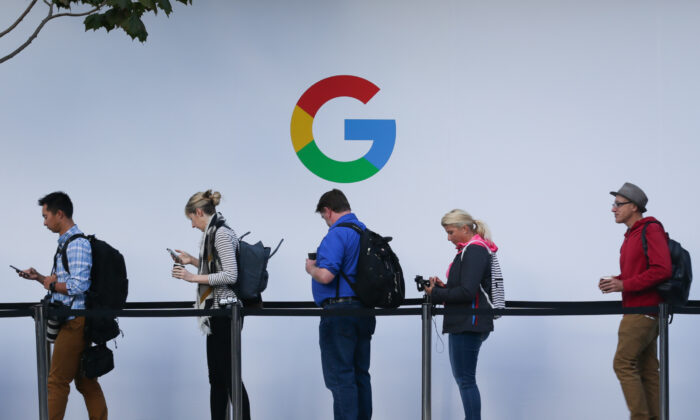 Attendees wait in line to enter a Google product launch event at the SFJAZZ Center in San Francisco, Calif., on Oct. 4, 2017. (Elijah Nouvelake/AFP via Getty Images)
