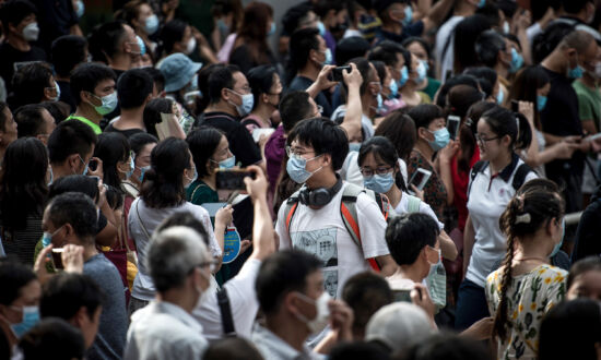 Chinese Students Struggle to Get Seats for English-Language Exam, Suggesting Rise in Interest in Studying Abroad