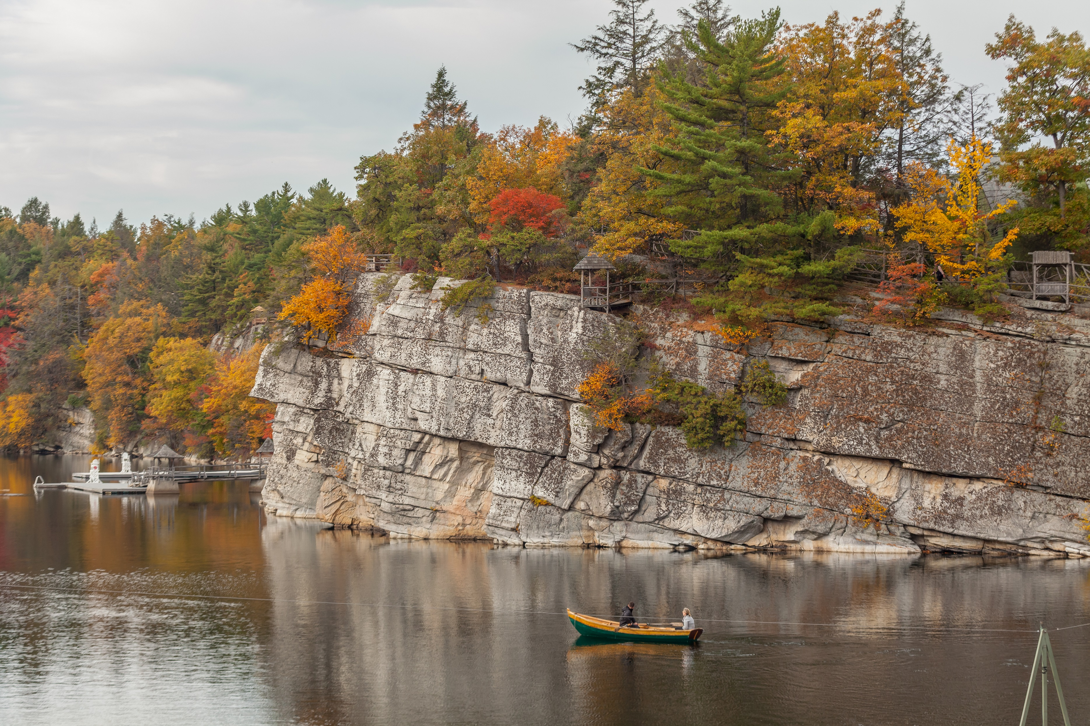 Mohonk_Fall-Foliage-Boating-on-Lake-Mohonk