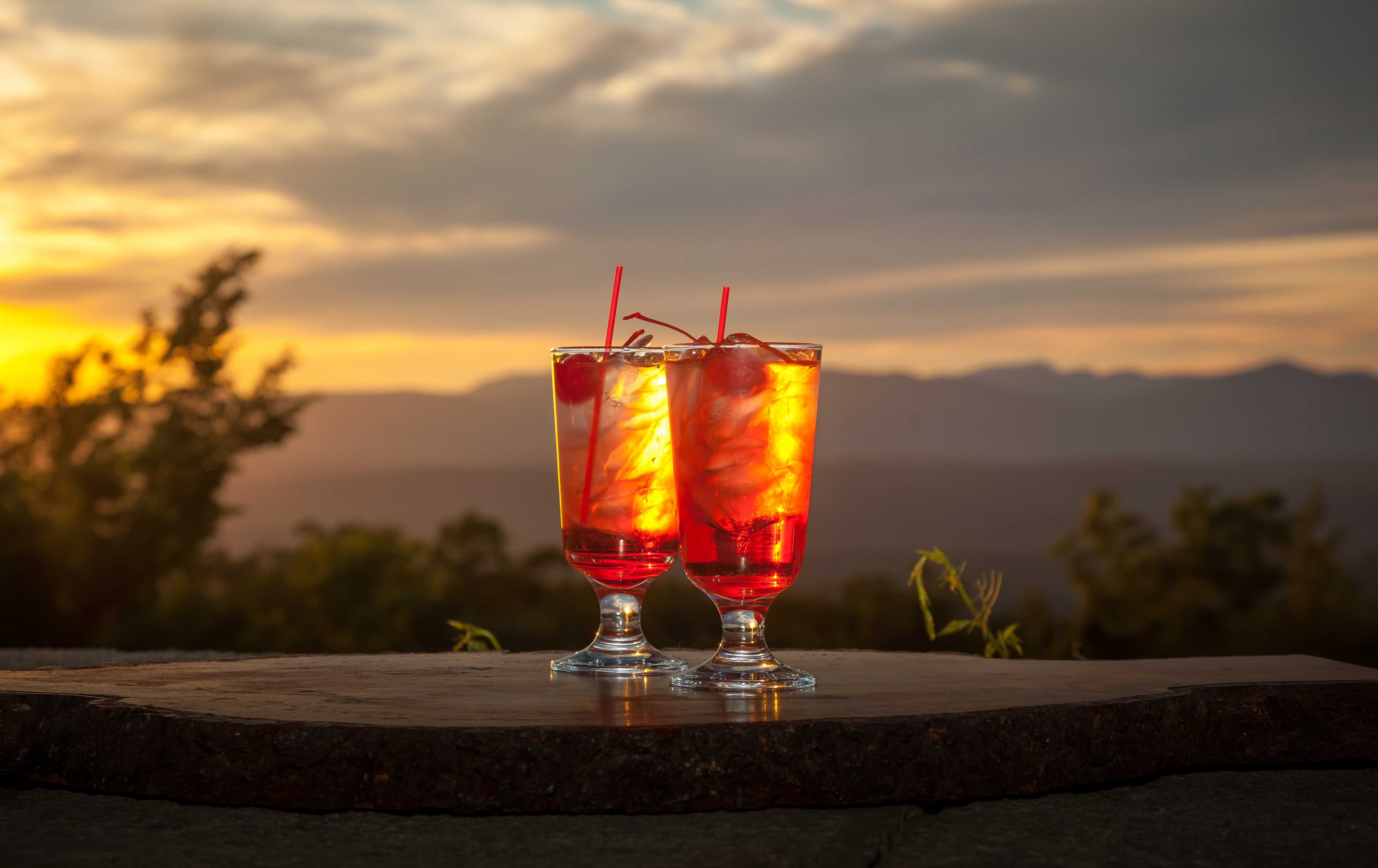 Mohonk_Spirits-on-the-Sunset-Porch-Overlooking-Catskill-Mountains