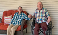 Married Couple of 60 Years Reunites After 215 Days Apart Amid COVID: Video