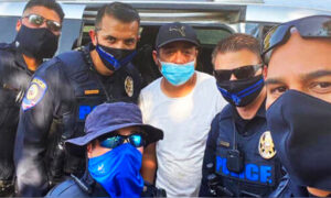 Family Living in Minivan Receive Helping Hand From 5 Las Vegas Police Officers