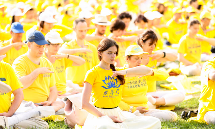 Falun Gong practitioners meditate on Capitol Hill in Washington, on June 20, 2018. (Samira Bouaou/The Epoch Times)