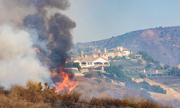 Orange County's Blue Ridge Fire approaches homes in Yorba Linda, Calif., on Oct. 27, 2020. (John Fredricks/The Epoch Times)