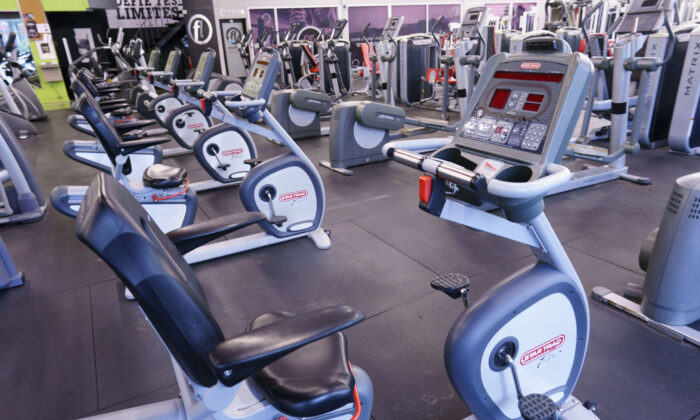 An empty gym is seen in Montreal on Oct. 26, 2020 amid pandemic lockdown orders. (Paul Chiasson/The Canadian Press)