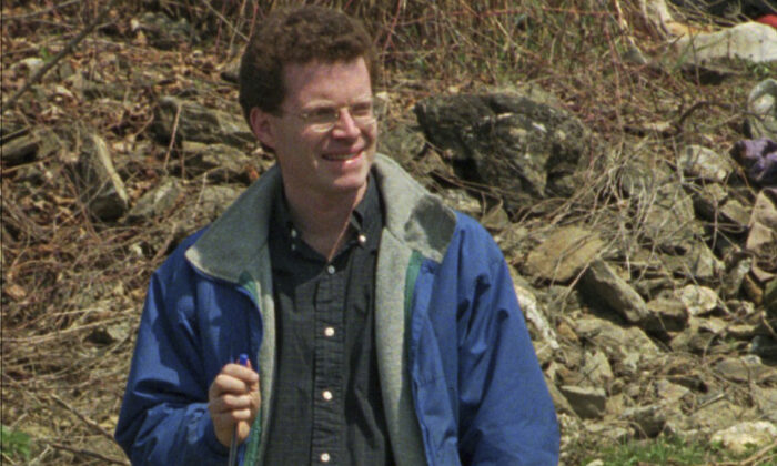David Rohde, then of The Christian Science Monitor, at a mass grave site in Kravice, Bosnia, on April 9, 1996. Rohde, reporting for the New York Times, and two other men were kidnapped at gunpoint in Afghanistan in 2008. (AP Photo/Vadim Ghirda, File)