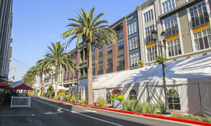 Tents stand beside the road in front of Santana Row restaurants in San Jose, Calif., on Oct. 28, 2020. (Ilene Eng/The Epoch Times)