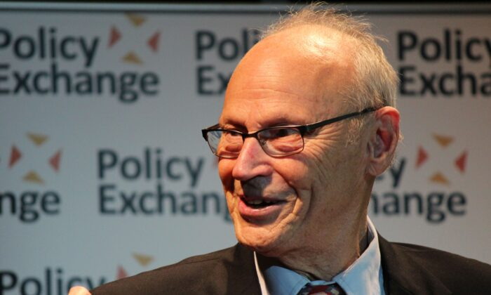 American educator and academic literary critic E. D. Hirsch delivers a speech at the second Policy Exchange Education Annual Lecture on Education at Pimlico Academy, London, on Sept. 17, 2015. (Policy Exchange/ CC BY 2.0)