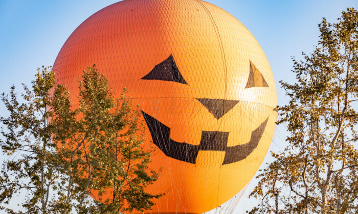 The Great Park Balloon has been transformed into a giant jack-o-lantern in Irvine, Calif., on Oct. 30, 2020. (John Fredricks/The Epoch Times)