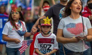 Massive Pro-Trump Event Held in Beverly Hills, California
