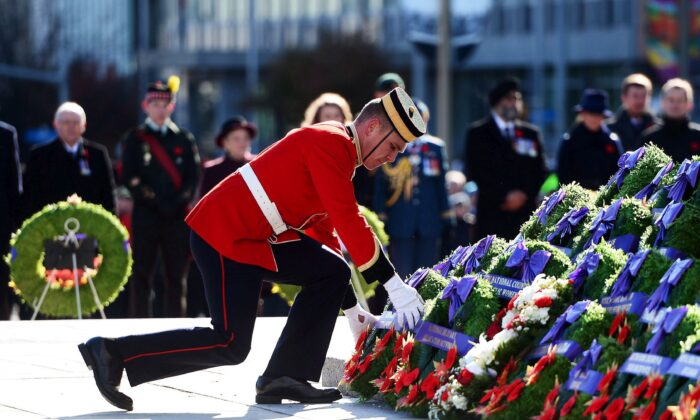 A soldier places a wreath during Remembrance Day ceremonies at the National War Memorial in Ottawa on Nov. 11, 2017. (The Canadian Press/Sean Kilpatrick)