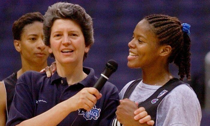 Washington Mystics head coach Nancy Darsch (L) speaks with guard Nikki McCray at the MCI center in Washington, on June 7, 1999. (Doug Mills/AP photo)