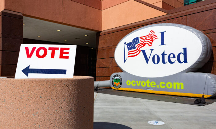 """Signs direct people to a """"super"""" voting center set up inside the Honda Center in Anaheim, Calif., on Nov. 2, 2020. (John Fredrick/The Epoch Times)"""