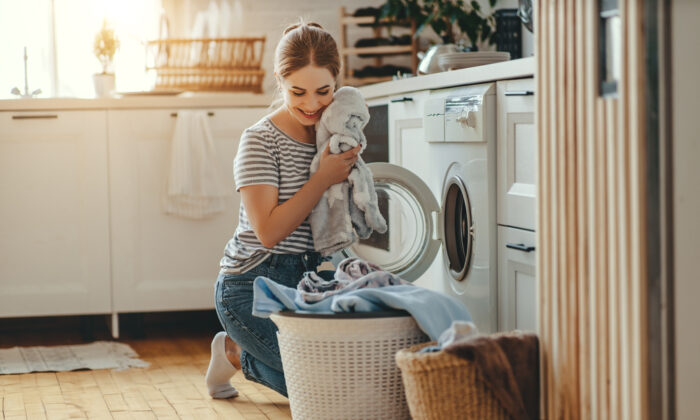 You can make your own fabric softeners for less than a penny a load. (Evgeny Atamanenko/Shutterstock)