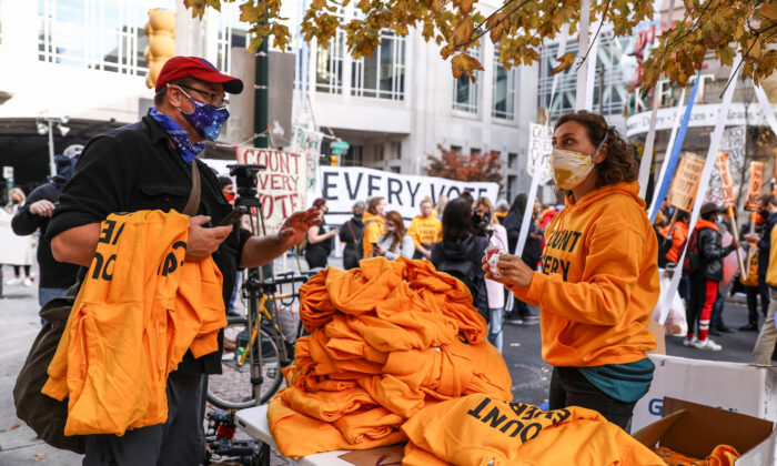 "The Working Families Party hands out yellow ""Count Every Vote"" hoodies by the Pennsylvania Convention Center in Philadelphia, Pa., on Nov. 6, 2020. (Charlotte Cuthbertson/The Epoch Times)"