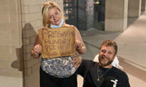 Hungry, Pregnant Mom and Paraplegic Dad Floored by Strangers' Kindness