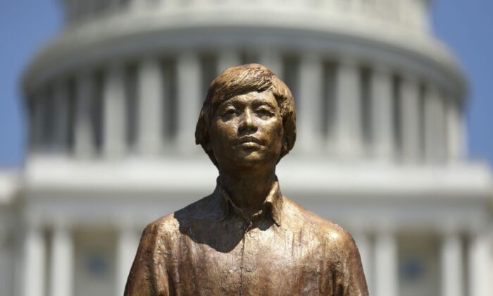 A close-up of the Tank Man statue that was unveiled in a rally to commemorate the 30th anniversary of the Tiananmen Square massacre, on the West Lawn the Capitol on June 4, 2019. (Samira Bouaou/The Epoch Times)