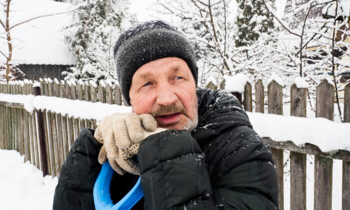 Cold temperatures can decrease the supply of oxygen-rich blood to the heart even though you need more of it as you're working harder. (Oleg Golovnev/Shutterstock)