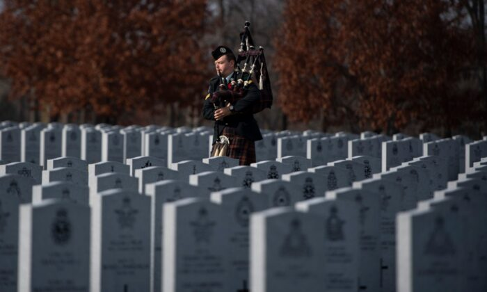 A piper prepares for an internment ceremony at the National Military Cemetery in Ottawa on Nov. 7, 2020. (The Canadian Press/ Justin Tang)