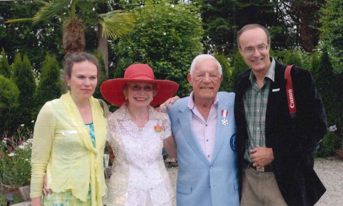 (L-R) Karen Stewart (Brad Bird's wife), Leah Meeker, Howie Meeker, and Brad Bird circa 2010. (Courtesy of Brad Bird)