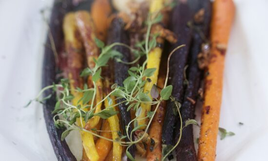 Roasted Carrots With Red Wine and Thyme Sauce