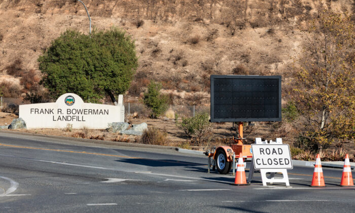 A sign indicates the closure of the Frank R. Bowman Landfill in Irvine, Calif., on Nov. 9, 2020. (John Fredricks/The Epoch Times)