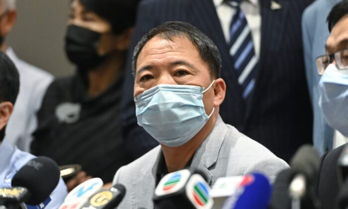 Wu Chi-wai, chairman of the local Democratic Party, speaks in a press conference in Hong Kong, on Nov. 11, 2020. (Song Bilung/The Epoch Times)